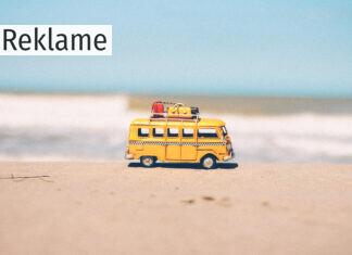 Legetøjsbus på en strand